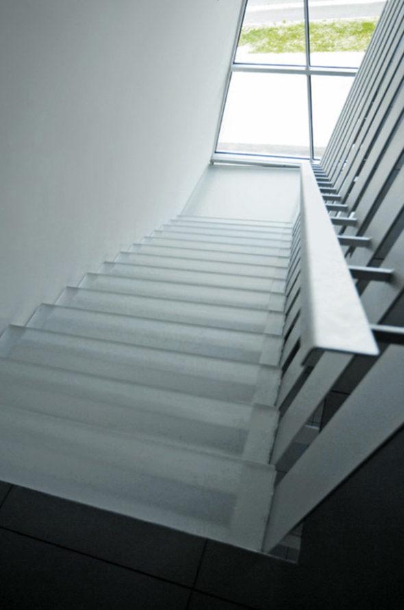 parapetti e scale in vetro